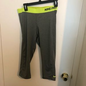 NWOT Nike Pro Lady 3/4 length leggings XL dri fit